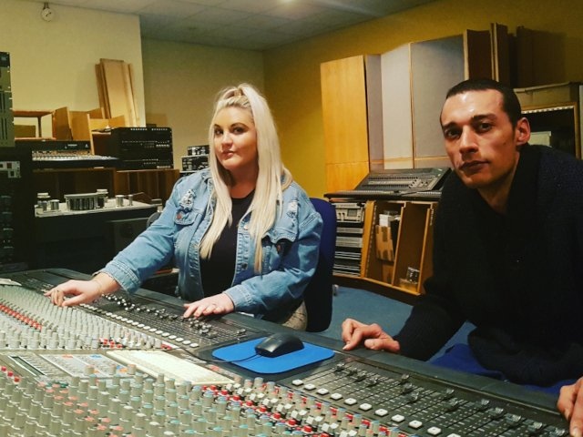 """UK Indie Music Producer Singer Songwriter Release New Single """"No Louder"""""""