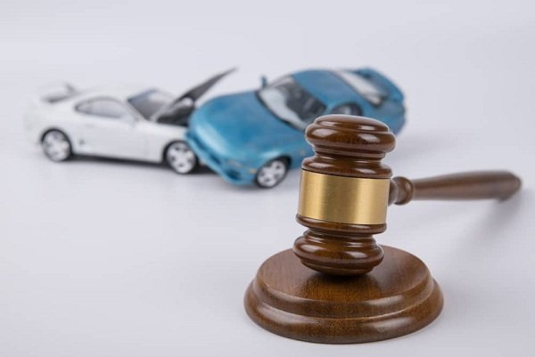 5 Crucial Considerations while Selecting a Car Accident Lawyer